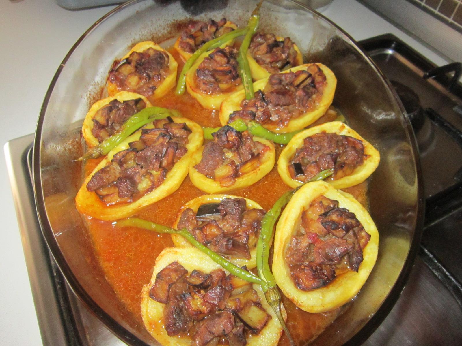 Patates Yatağinda Köfte Tarifi