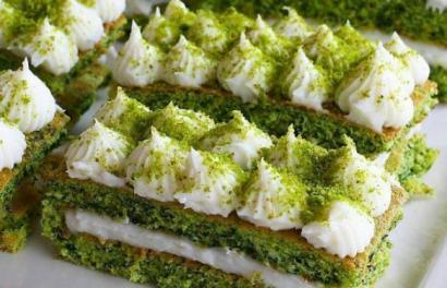 Çağlayancerit usulü Tatlı Ispanaklı Yaş Pasta Tarifi