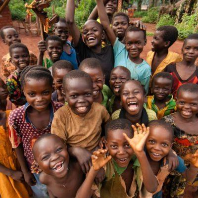 Yemeklaboratuvari afrika'da aç insanlarla buluştu
